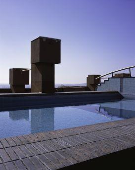 A tetőtéri medence / Forrás: ricardobofill.com